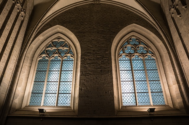 church-window-366817_640